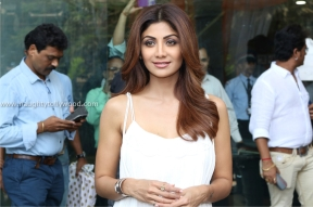 shilpa shetty hot in white 2017IMG_2105_wm
