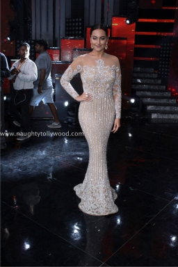 sonakshi sinha hot at nach baliye 2017IMG_3627_wm
