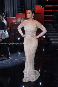 sonakshi sinha hot at nach baliye 2017IMG_3646_wm