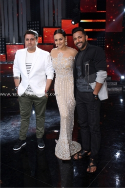 sonakshi sinha hot at nach baliye 2017IMG_3662_wm