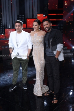 sonakshi sinha hot at nach baliye 2017IMG_3672_wm