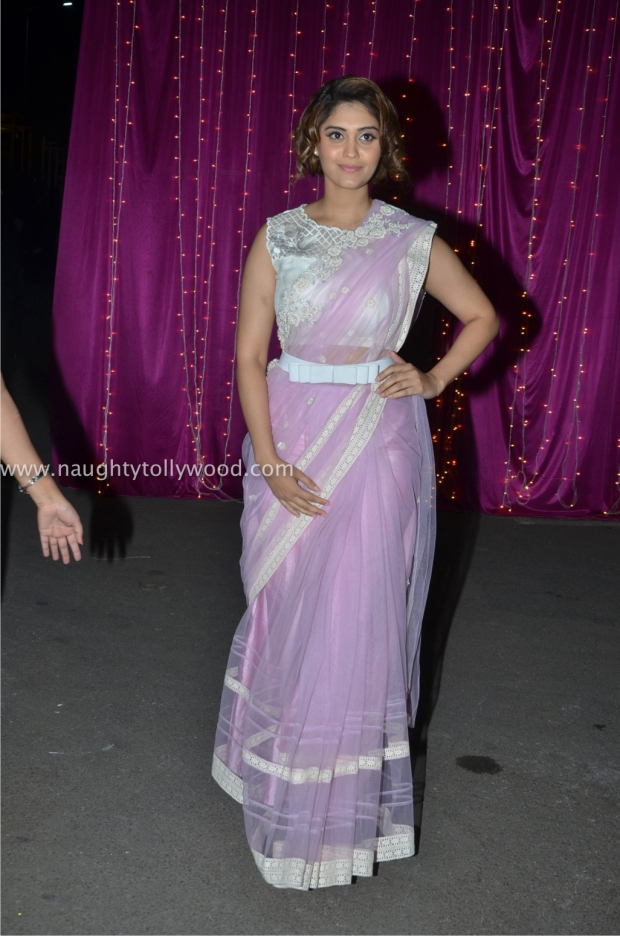 surabhi hot at zee apsara awards00001_wm