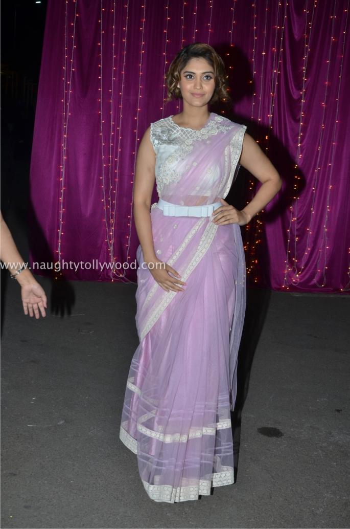 surabhi hot at zee apsara awards00001_wm